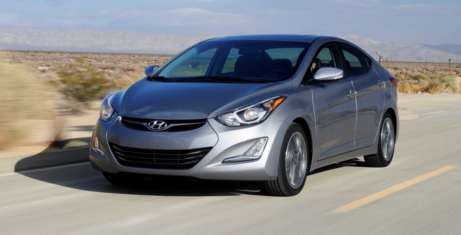 2015 Hyundai Elantra Sedan Brings Classy LED and Tech Updates  6