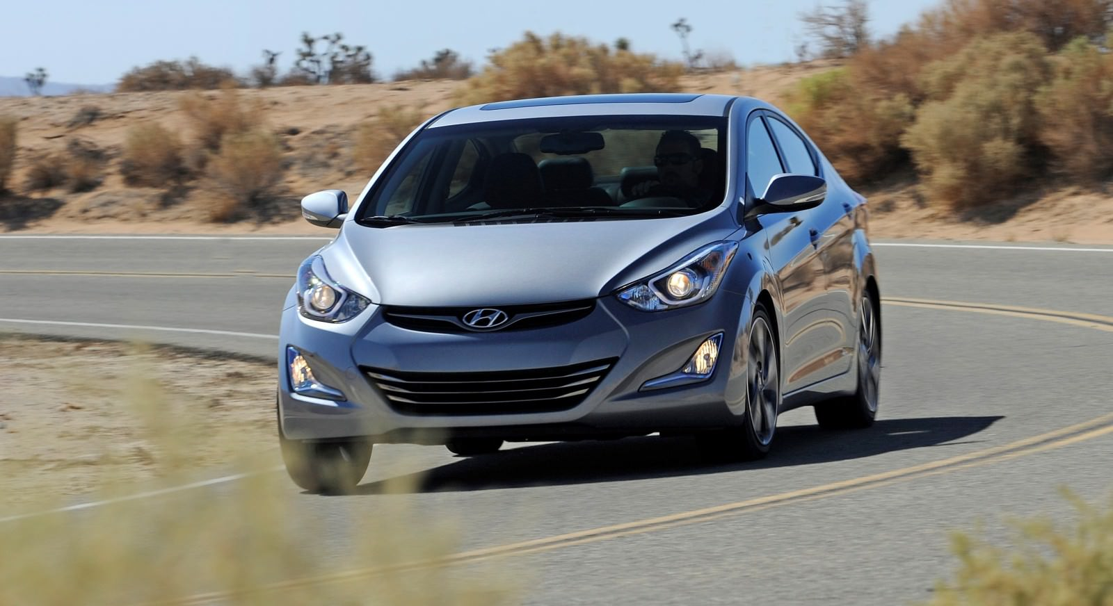 2015 Hyundai Elantra Sedan Brings Classy LED and Tech Updates  8