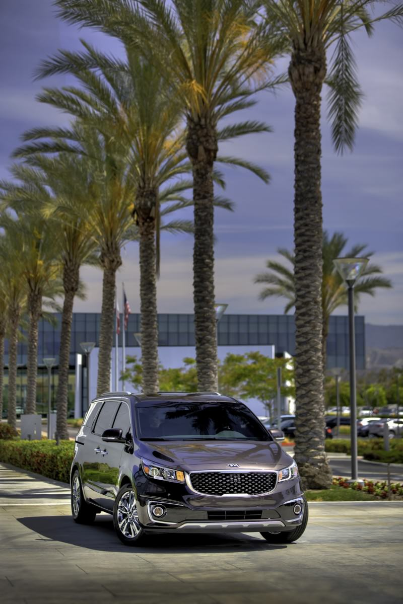 2015 Kia Sedona Becomes Seriously Competitive With Lux Style, Tech and Cabin Space 1