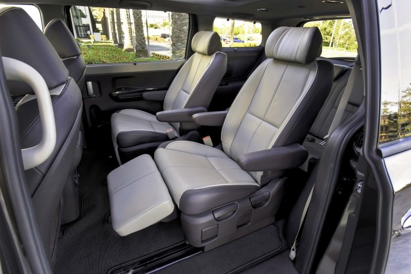 2015 Kia Sedona Becomes Seriously Competitive With Lux Style, Tech and Cabin Space 17