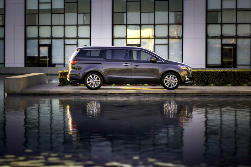 2015 Kia Sedona Becomes Seriously Competitive With Lux Style, Tech and Cabin Space 20