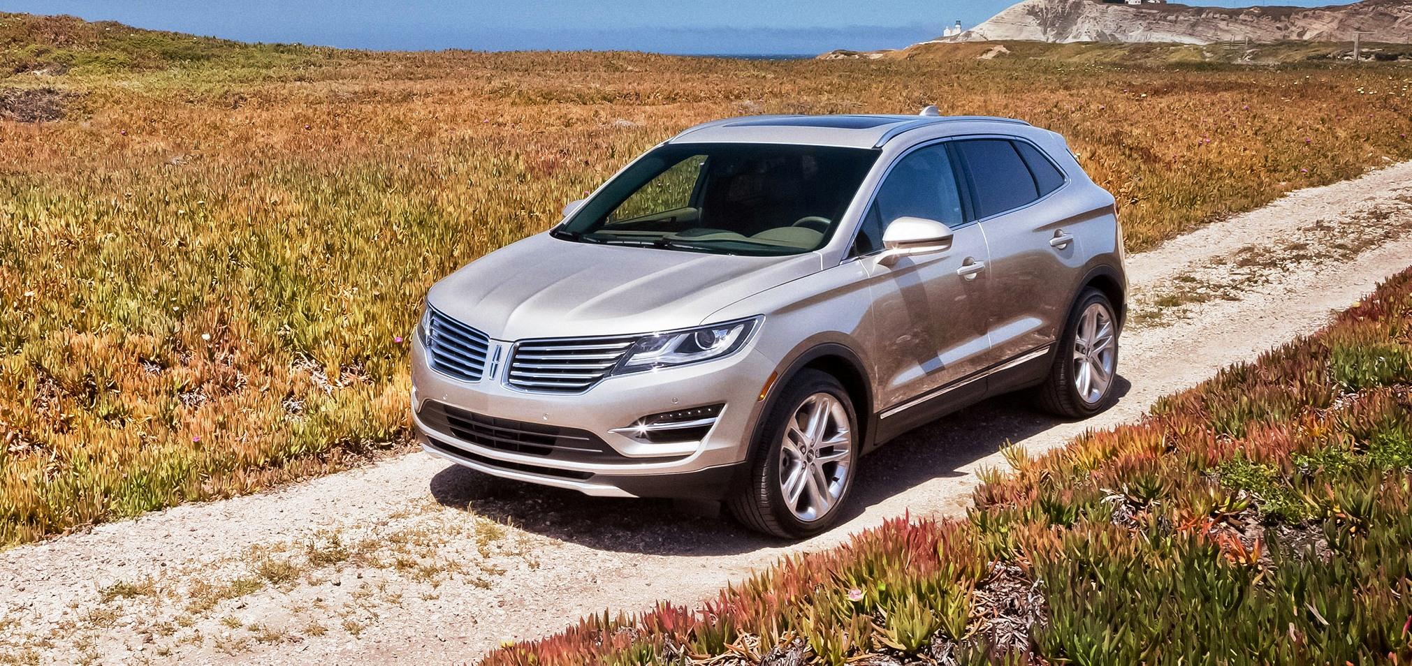 2015 lincoln mkc arriving in showrooms now 2 0l ecoboost from 34k 2 3l with 285hp from 40k. Black Bedroom Furniture Sets. Home Design Ideas