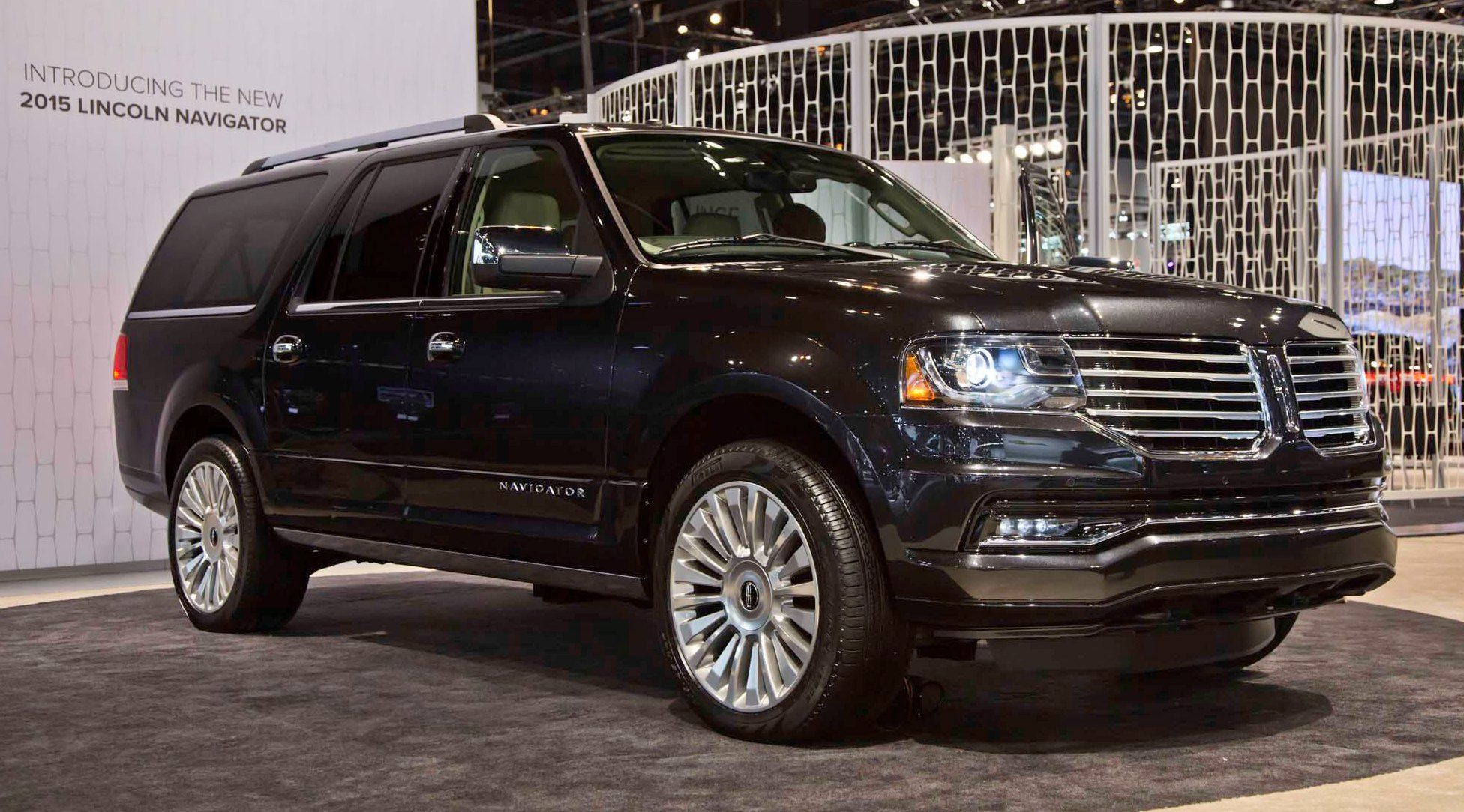 2015 lincoln navigator power confirmed at 380hp and 460 lb ft pricing from 63k undercuts. Black Bedroom Furniture Sets. Home Design Ideas