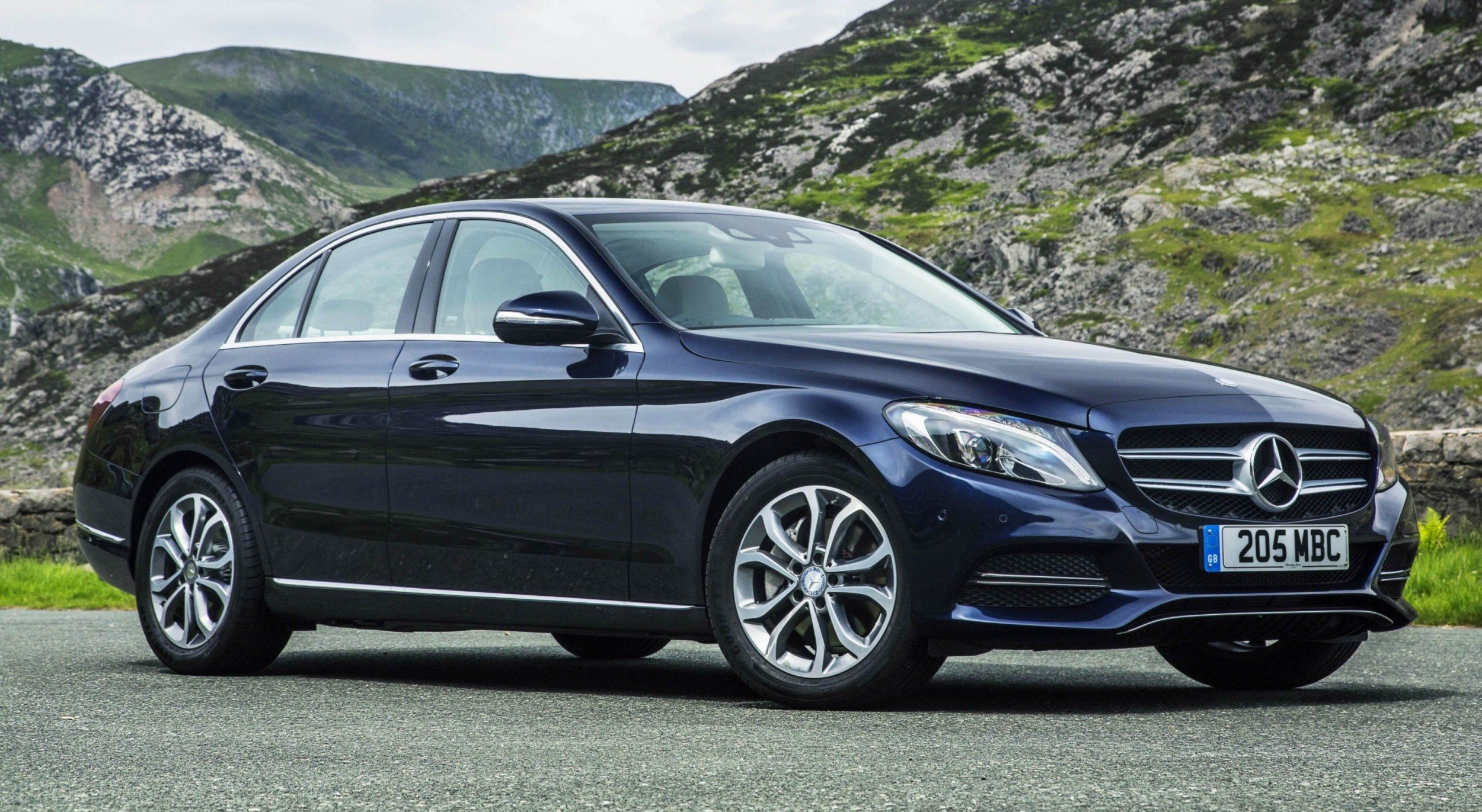 2015 mercedes benz c class in 40 new photos from london c300 and c400 both 4matic as standard 33. Black Bedroom Furniture Sets. Home Design Ideas
