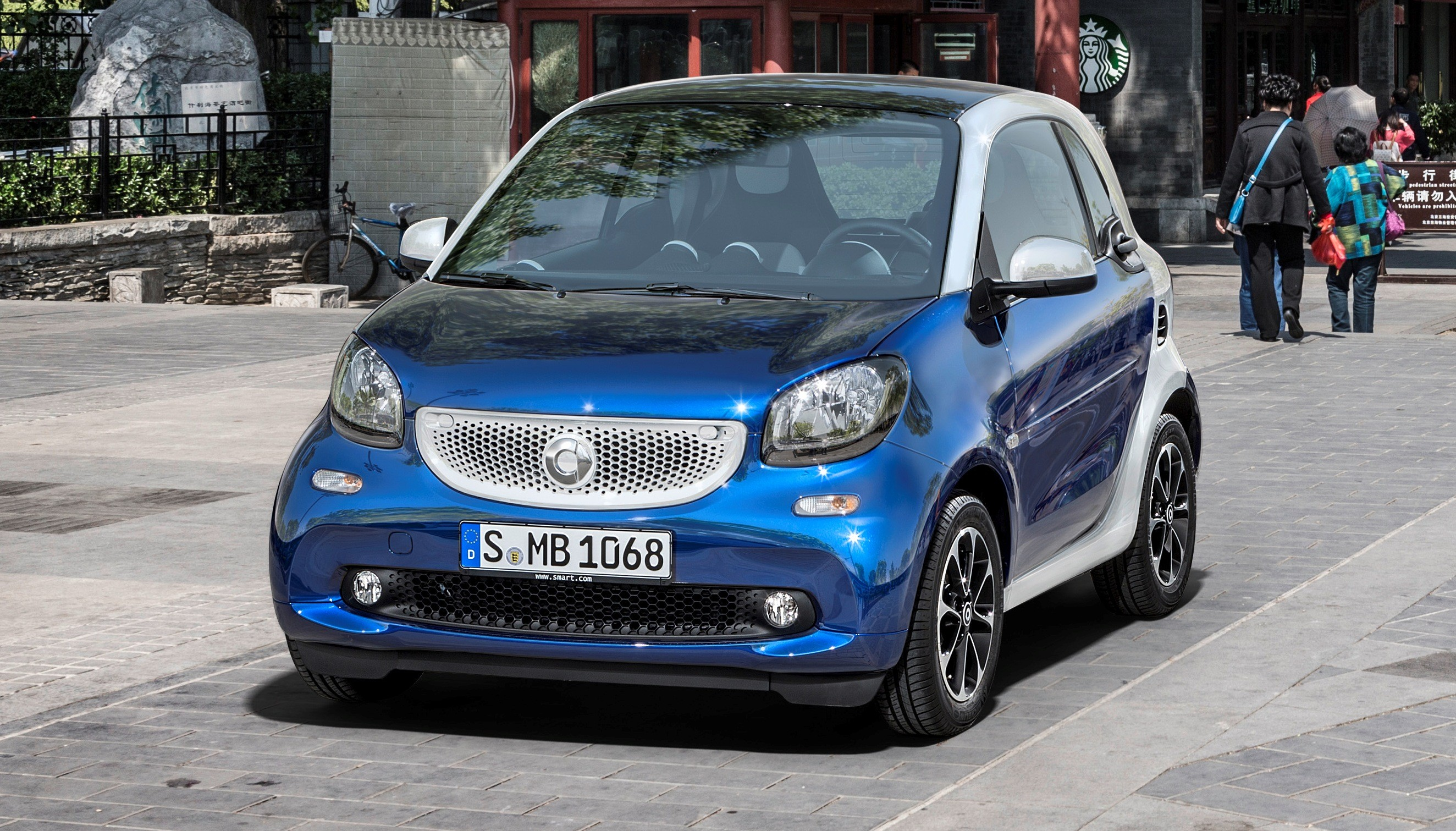 2015 smart fortwo and forfour new dual clutch automatic 2 and 4 door options. Black Bedroom Furniture Sets. Home Design Ideas