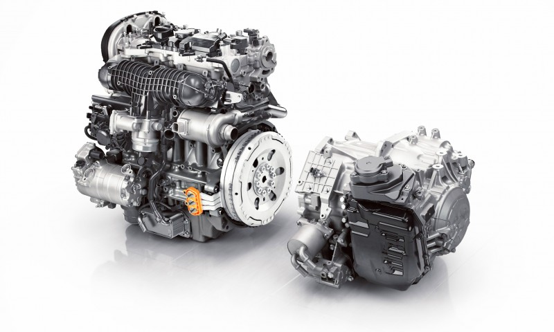 2015 VOLVO XC90 Powertrain Teaser - Twin-Engine PHEV with 400HP Dubbed T8, 316HP T6 Also Coming to USA 4