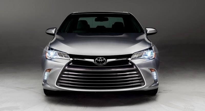 2015_Toyota_Camry_028