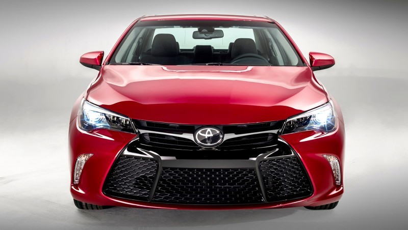 2015_Toyota_Camry_055