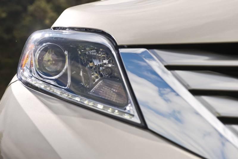 2015_Toyota_Sienna_LTD_016