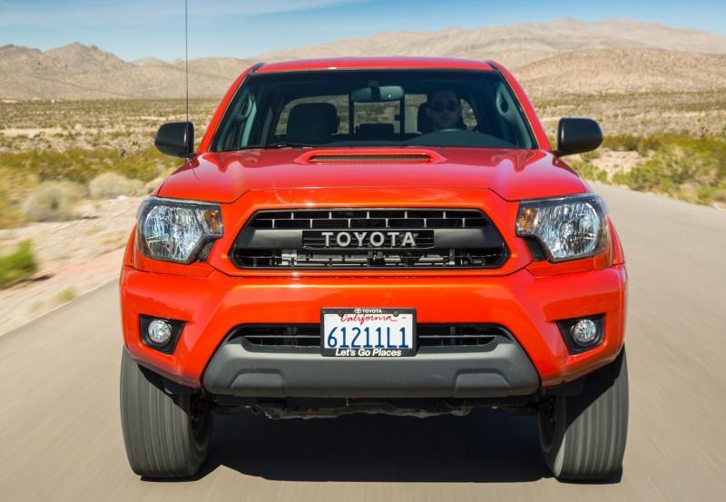2015_Toyota_TRDPro_Tacoma_005
