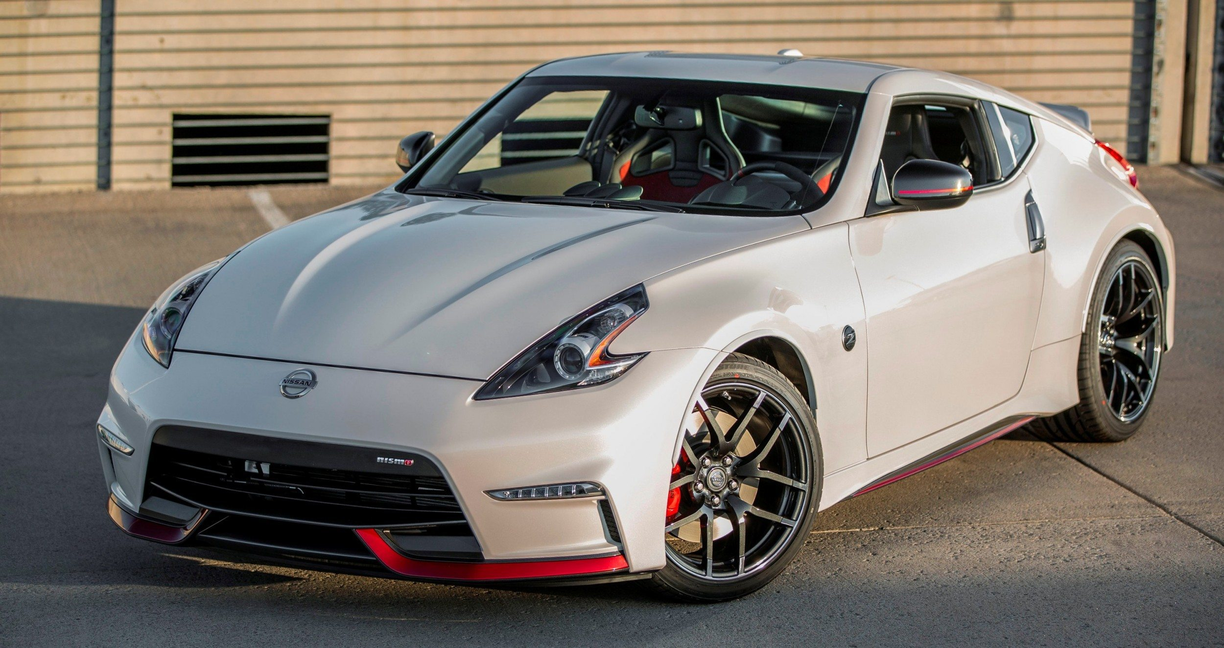 update1 new photos 2015 nissan 370z nismo facelift. Black Bedroom Furniture Sets. Home Design Ideas