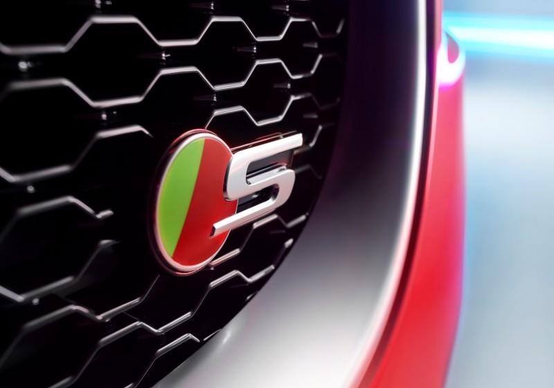 2016 Jaguar XE 12