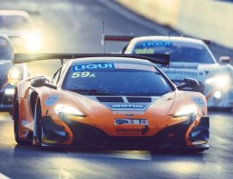 2016 McLaren 650S GT3 SWEEPS Bathhurst Debut!  But Race Photos Are 70s Sepia Hell