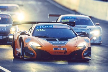 2016 McLaren 650S GT3 SWEEPS Bathhurst 10 fixed