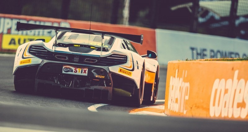 2016 McLaren 650S GT3 SWEEPS Bathhurst 3