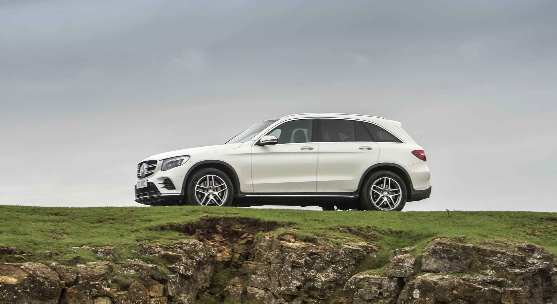 2016 mercedes benz glc300 air sprung crossover in us dealers now 45k pricing rwd or 4matic. Black Bedroom Furniture Sets. Home Design Ideas