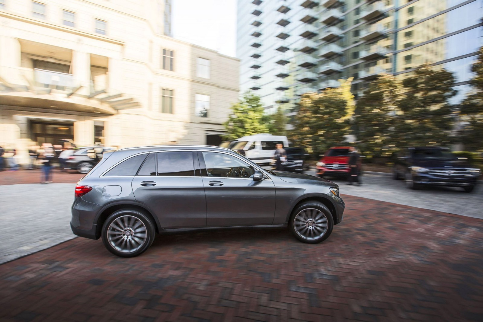 2016 mercedes benz glc300 air sprung crossover in us for Mercedes benz usa dealers