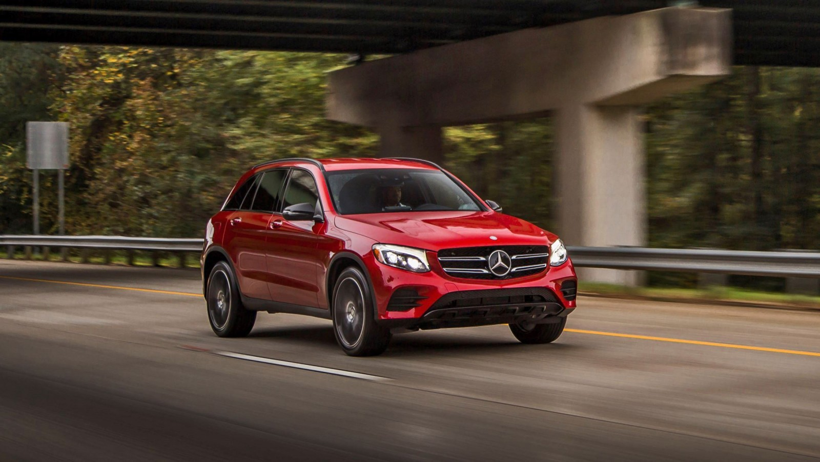 2016 mercedes benz glc300 air sprung crossover in us for Mercede benz usa