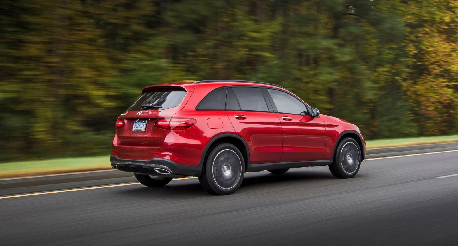 2016 mercedes benz glc300 air sprung crossover in us for Mercedes benz ua