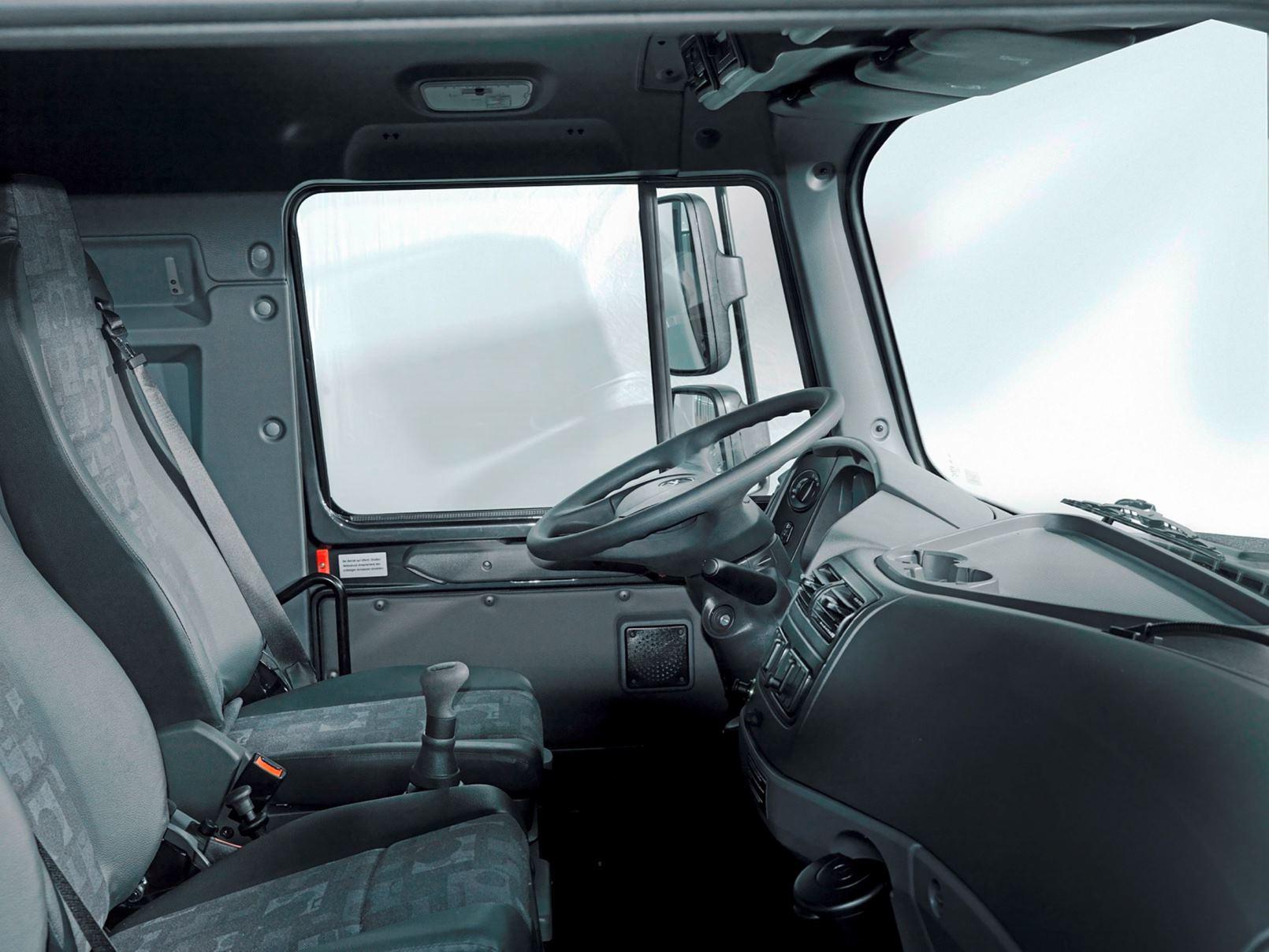 2016 mercedes benz zetros next gen heavy hauler combines for Camion americain interieur cabine