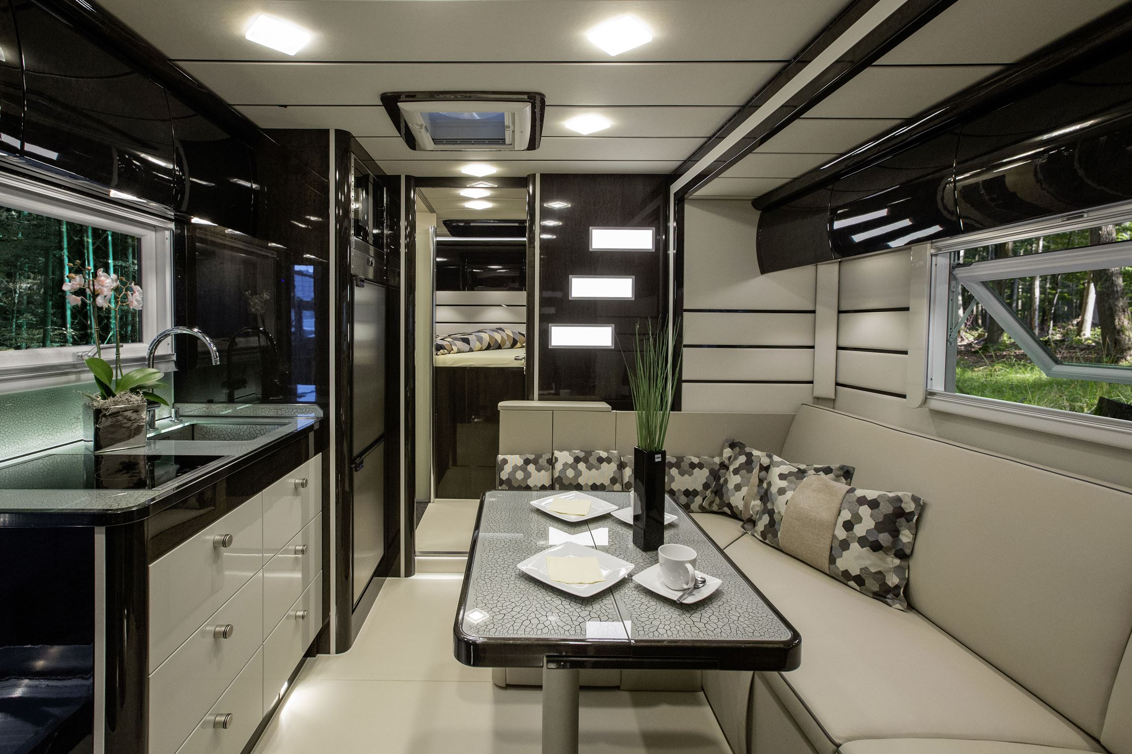 Muebles La Oficina moreover Daihatsu Launches New Thor And Thor Custom likewise Used Rvs Huntington further How To Wire Up Your C er in addition Superhero Silhouette. on thor custom car