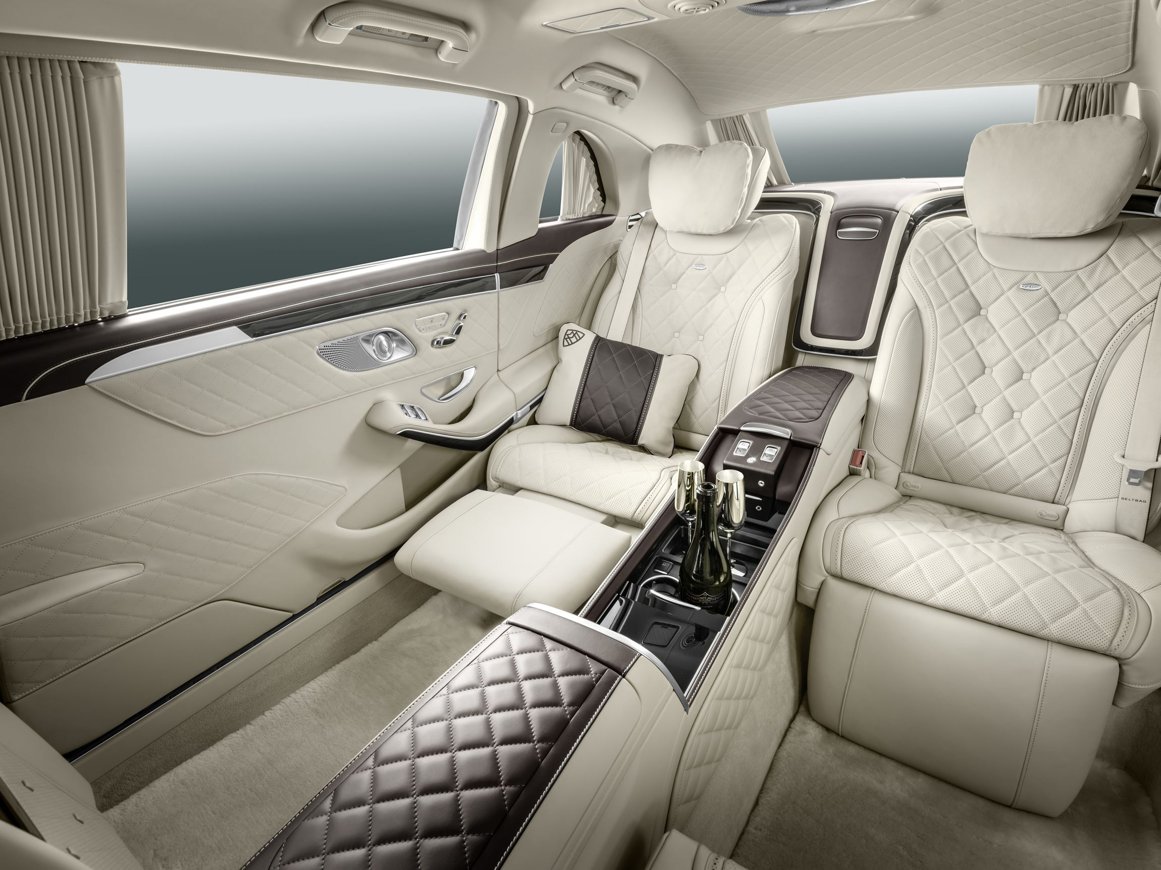 http://www.car-revs-daily.com/wp-content/uploads/2016-Mercedes-Maybach-PULLMAN-Limo-20.jpg