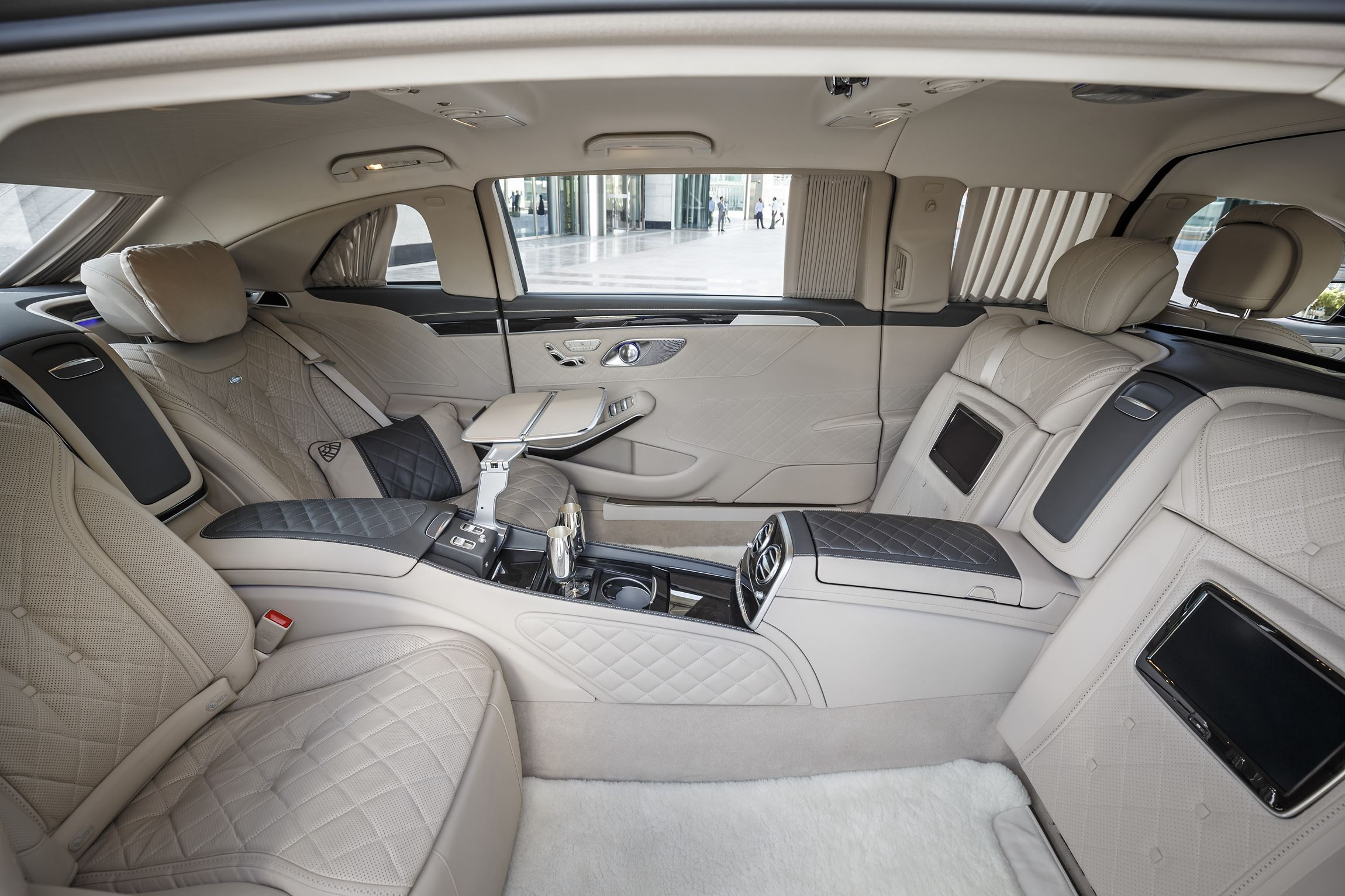 http://www.car-revs-daily.com/wp-content/uploads/2016-Mercedes-Maybach-PULLMAN-Limo-7.jpg