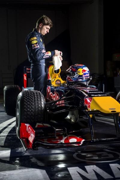 2016 Red Bull F1 Car Austria Snowchains Skiing 13