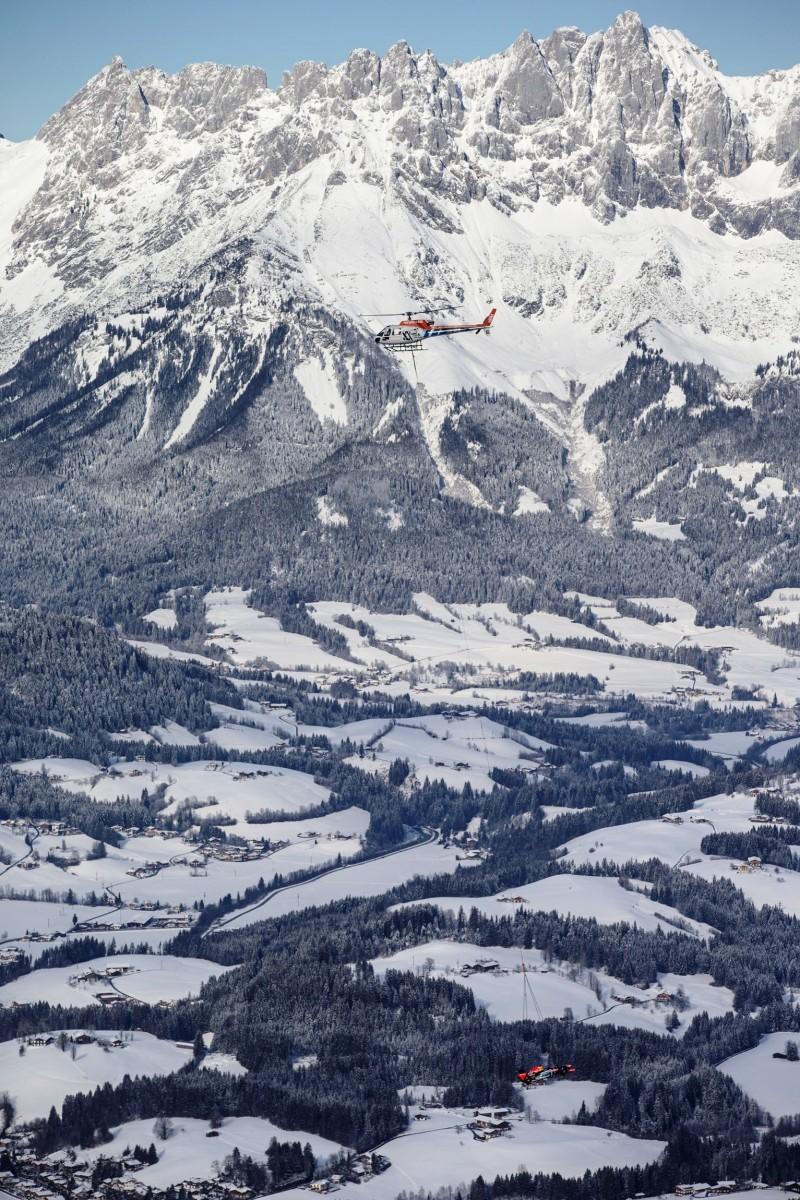 2016 Red Bull F1 Car Austria Snowchains Skiing 18