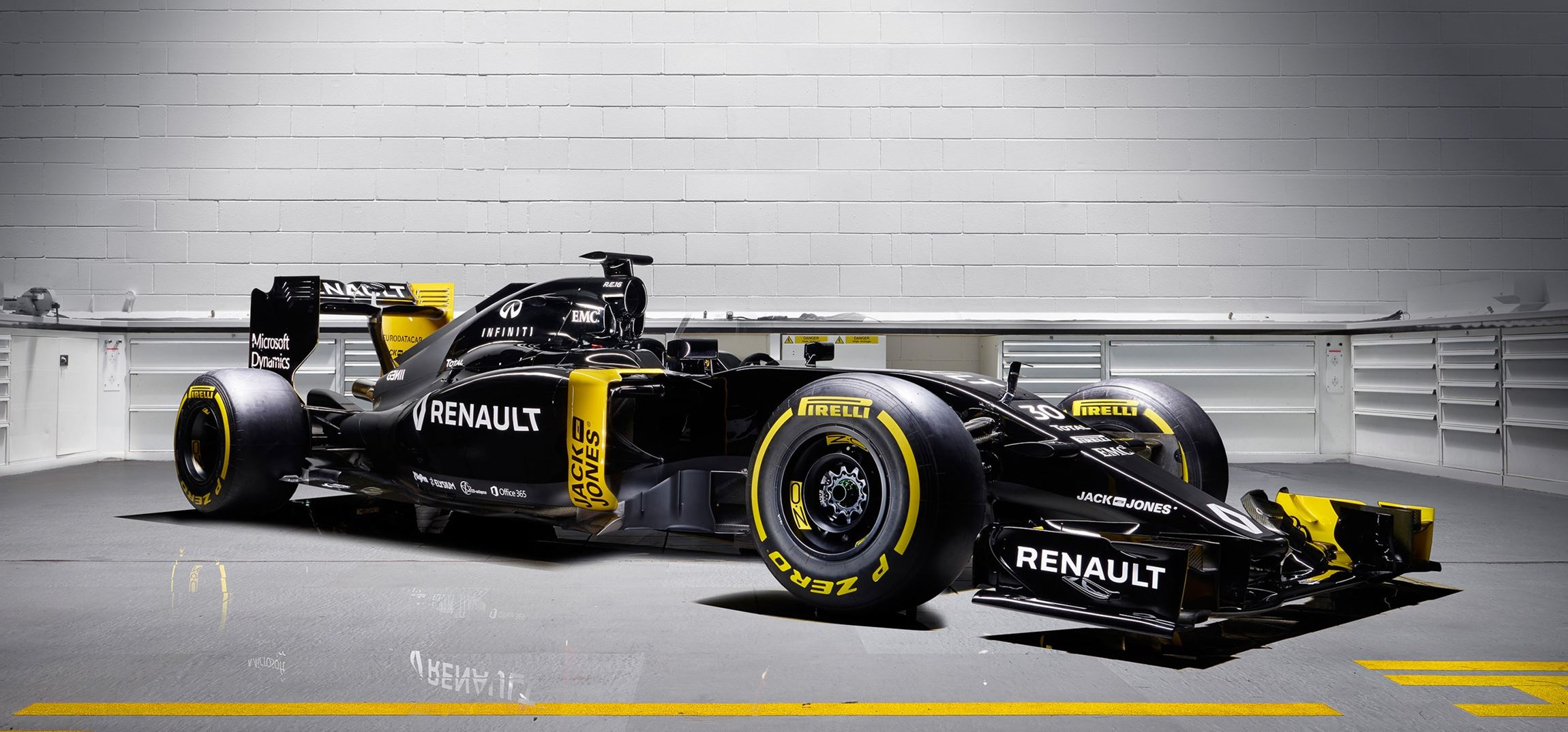 renault sport signs infiniti and bell ross for 2016 f1 reboot. Black Bedroom Furniture Sets. Home Design Ideas