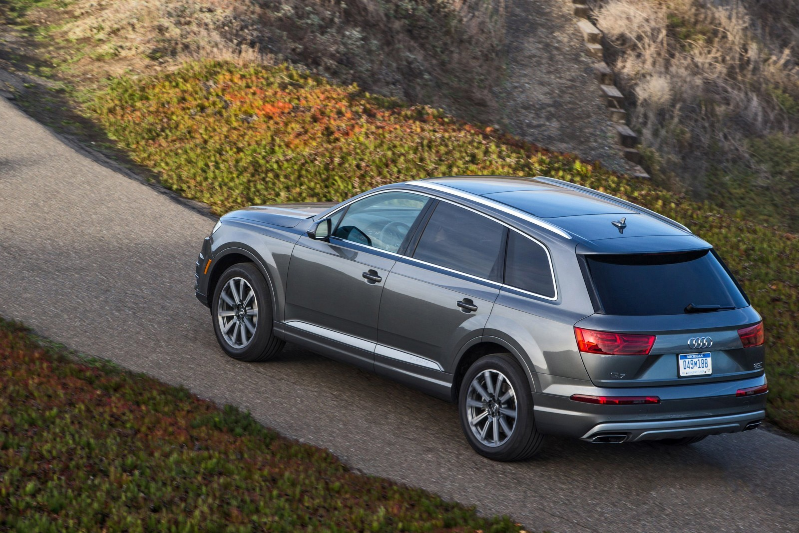 2017 audi q7 visualizer colors cabins pricing and options guide. Black Bedroom Furniture Sets. Home Design Ideas