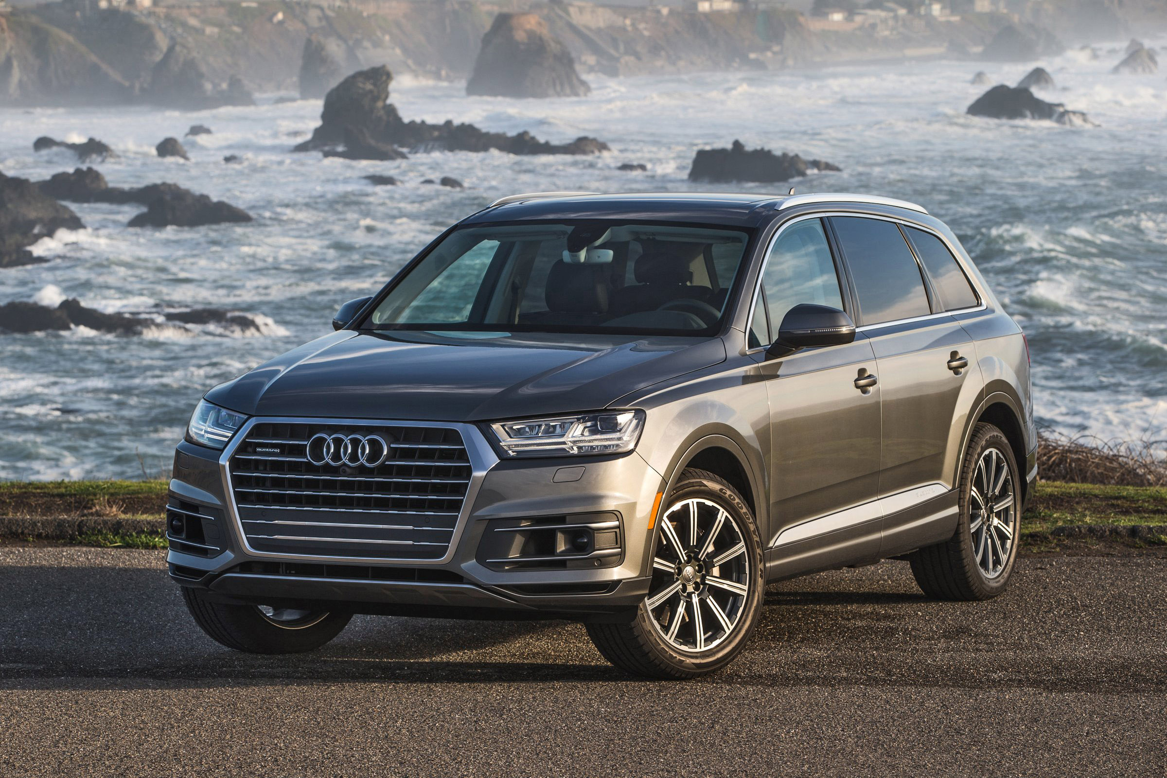 2017 Audi Q7 Visualizer - Colors, Cabins, Pricing and Options Guide