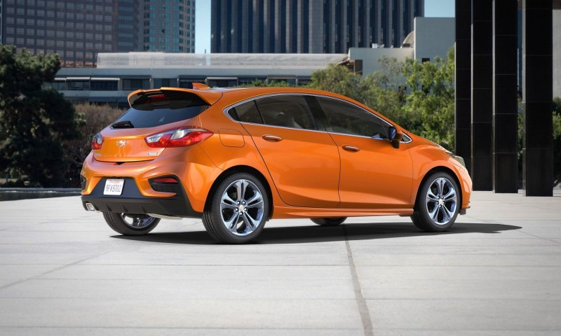 2017-Chevrolet-CruzeHatch-002