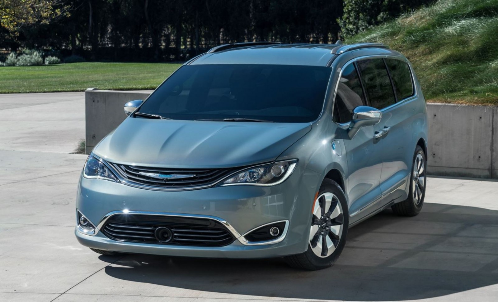 2017 chrysler pacifica is all new minivan phev hybrid. Black Bedroom Furniture Sets. Home Design Ideas