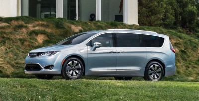 2017 Chrysler PACIFICA 24