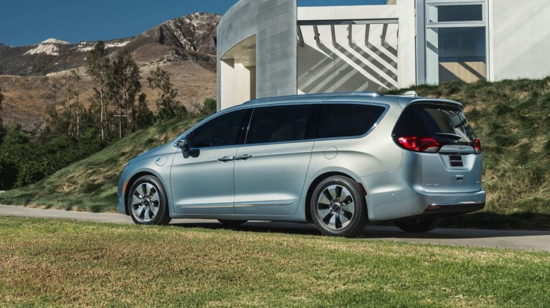 2017 Chrysler PACIFICA 25