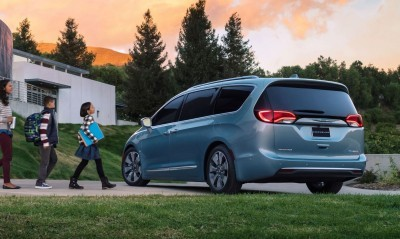 2017 Chrysler PACIFICA 30