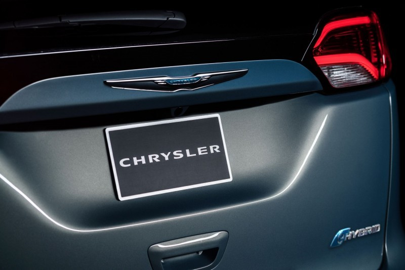 2017 Chrysler PACIFICA 43