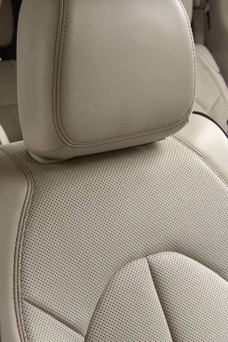 2017 Chrysler PACIFICA Interior Photos 10