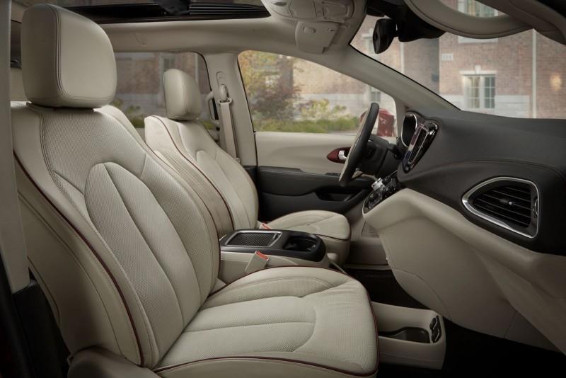 2017 Chrysler PACIFICA Interior Photos 11