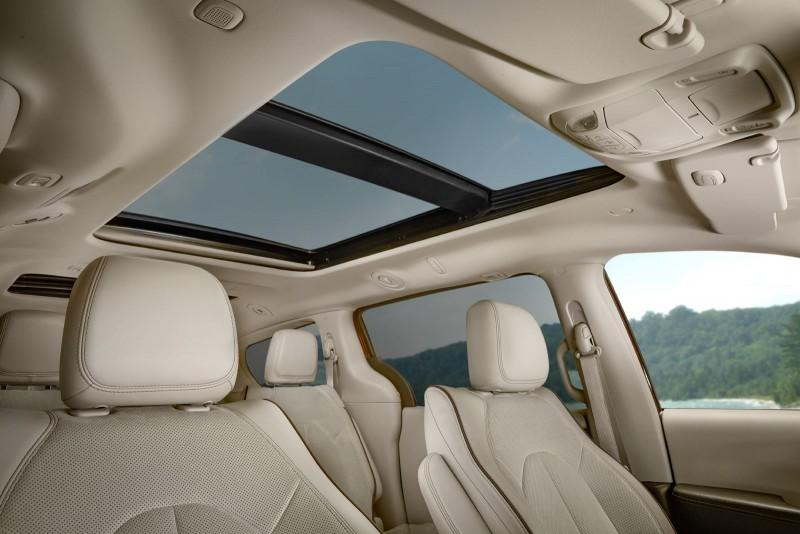2017 Chrysler PACIFICA Interior Photos 12