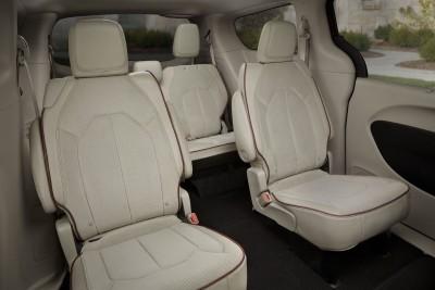 2017 Chrysler PACIFICA Interior Photos 13
