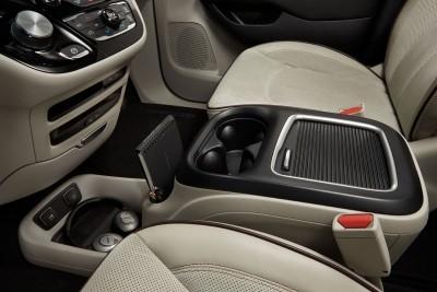 2017 Chrysler PACIFICA Interior Photos 3