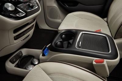 2017 Chrysler PACIFICA Interior Photos 4