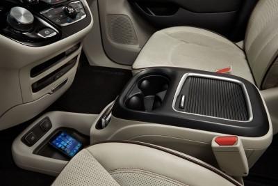 2017 Chrysler PACIFICA Interior Photos 5