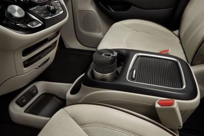 2017 Chrysler PACIFICA Interior Photos 6