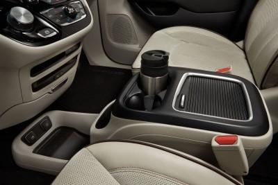 2017 Chrysler PACIFICA Interior Photos 7