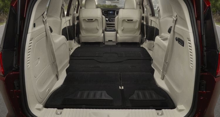 2017 Chrysler Pacifica cargo and folding seats animation