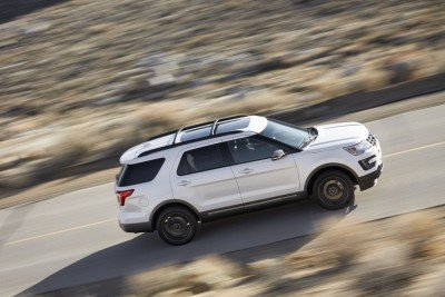Black roof rack rails are among the dark trim pieces on the 2017 Ford Explorer XLT Sport Appearance Package. Preproduction model shown in White Platinum Metallic; available summer 2016.