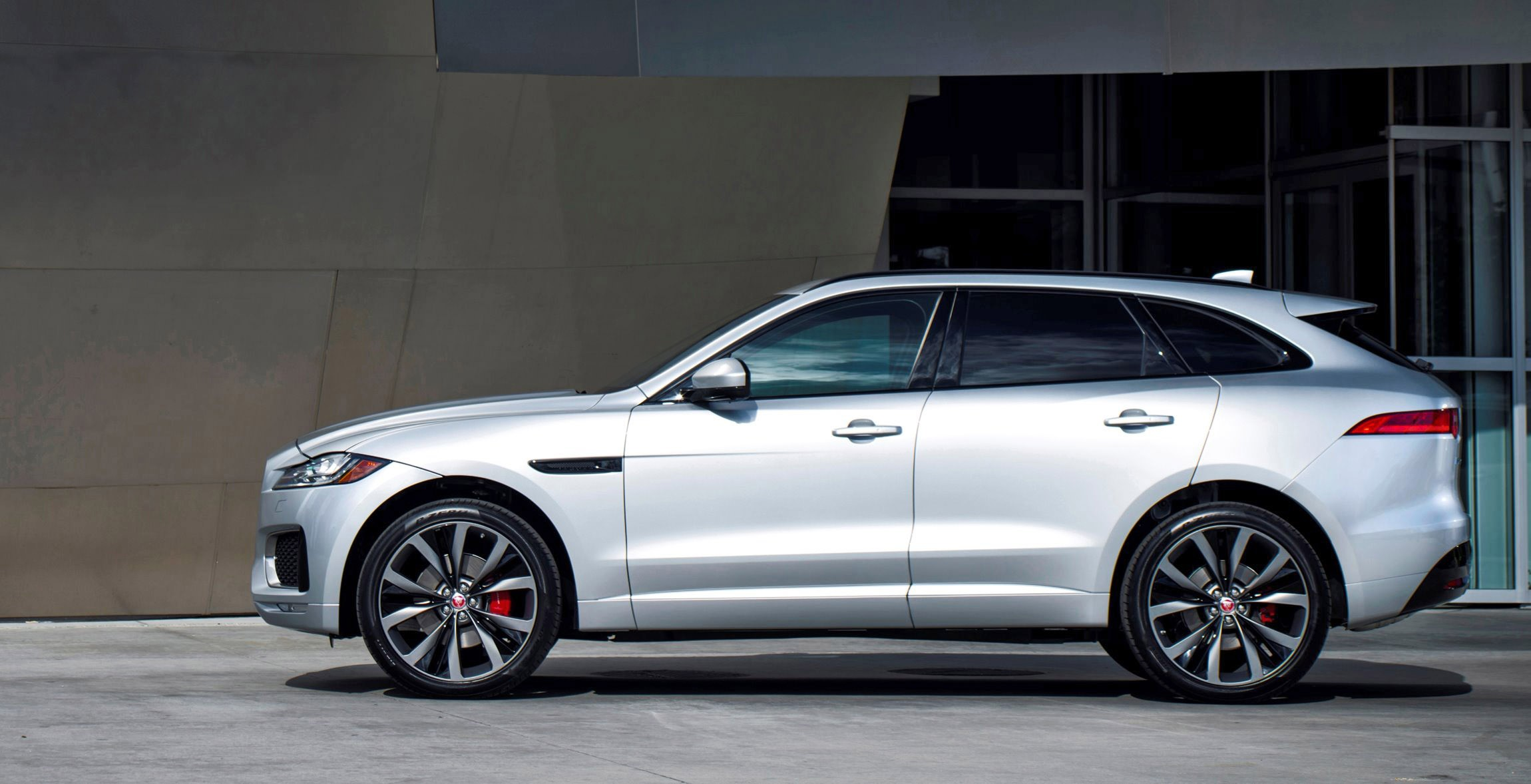2017 jaguar f pace suv usa photos colors wheels visualizer and pricing from 42k. Black Bedroom Furniture Sets. Home Design Ideas